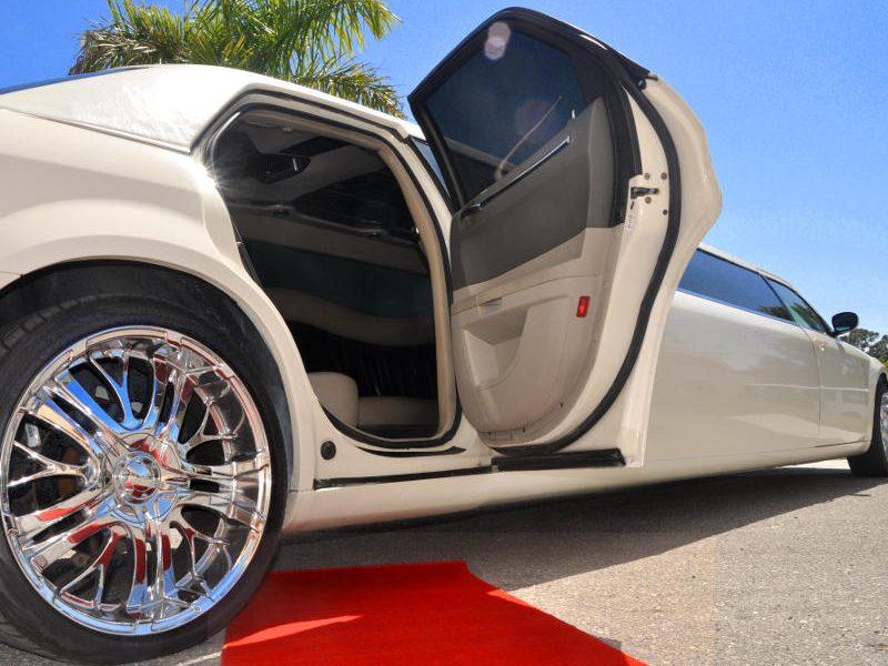 white chrysler limo stretch