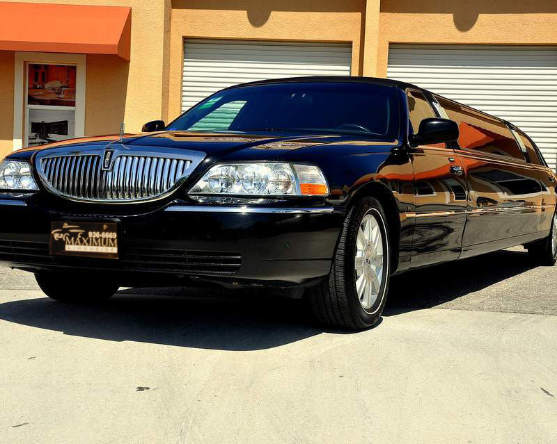 luxury Lincoln stretch Limo